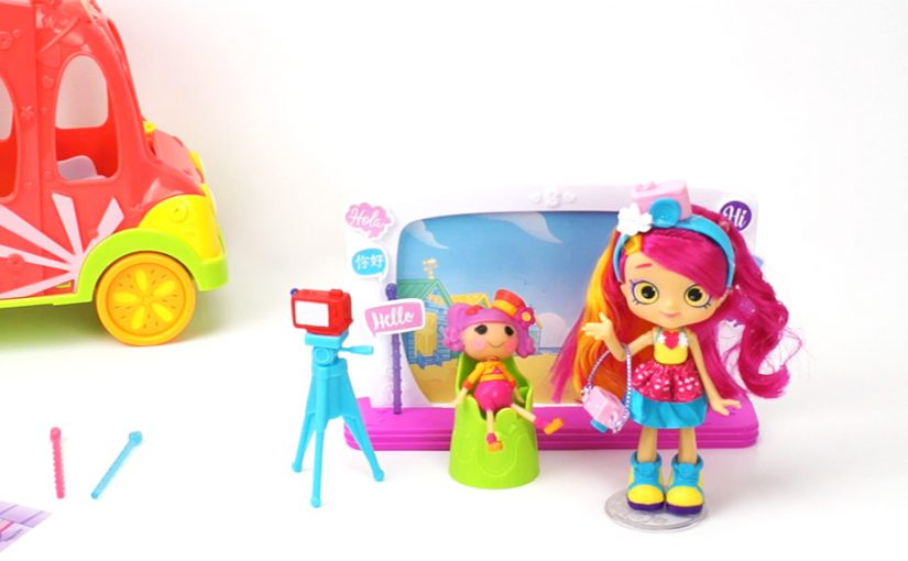 Shopkins Series 8 World Vacation Zoe Zoom's Selfie Stopover Playset